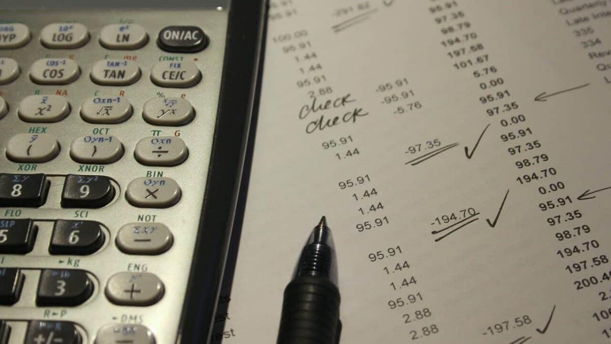 Cual es la diferencia entre auditoría pública y privada